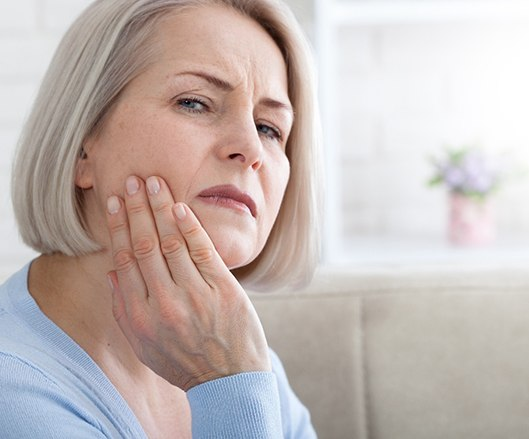 Woman with tooth pain may need to visit prosthodontist